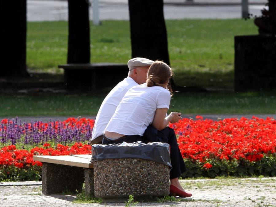 Prognose: Renten-Haltelinie muss bereits 2021 greifen