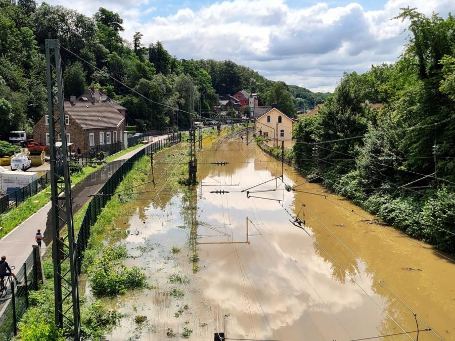 Zahl der Toten nach Unwetter steigt auf über 100