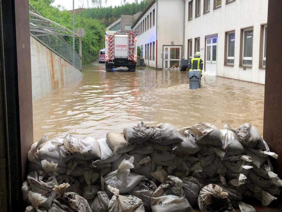 Mindestens 126 Tote nach Hochwasser - Weitere Opfer befürchtet