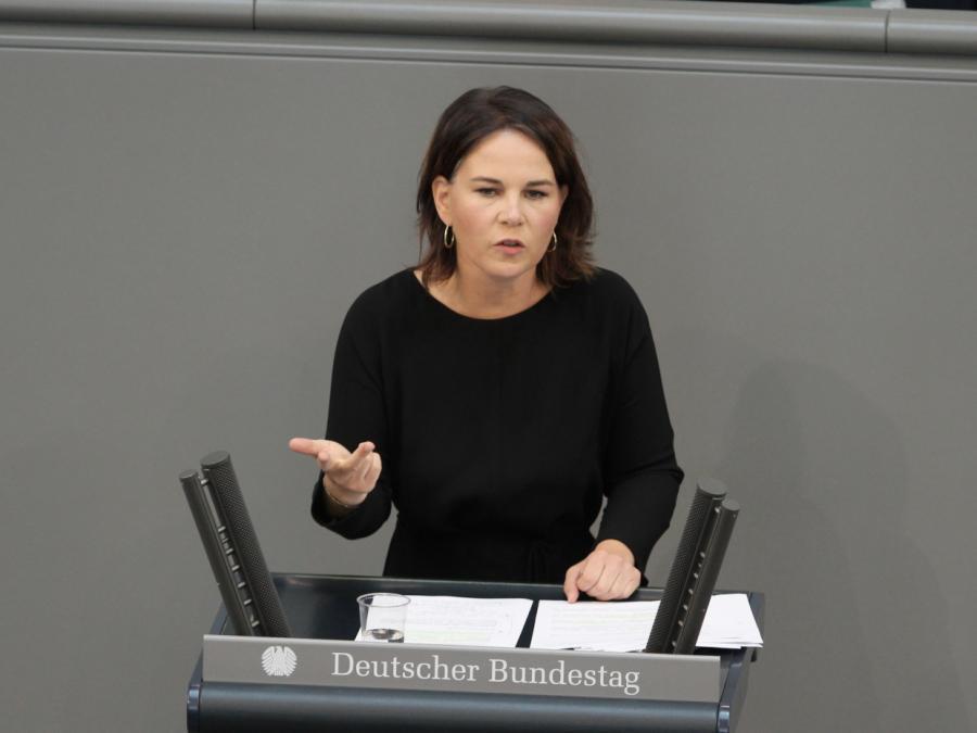 Baerbock wirft FDP und Union Bevorzugung von Reichen vor