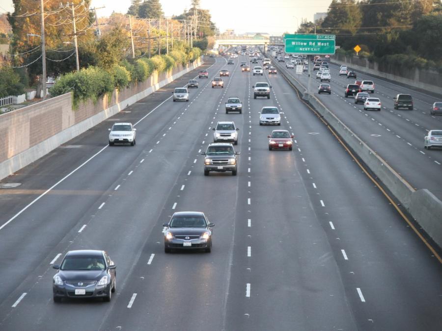 Digitalstaatsministerin Bär hält selbstfahrende Autos für sicher
