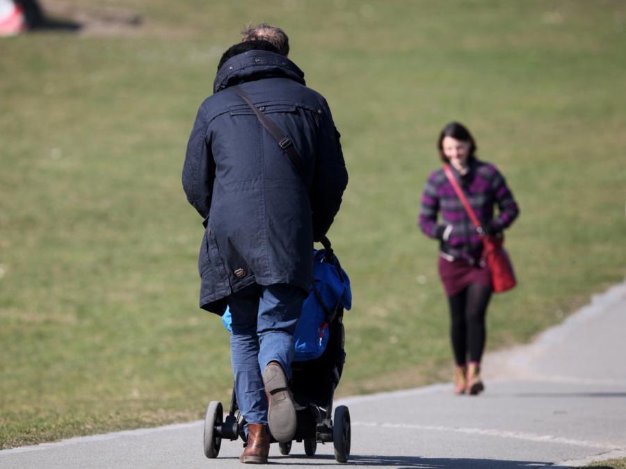 Studie: 50 Stunden Arbeit pro Woche macht Väter zufrieden