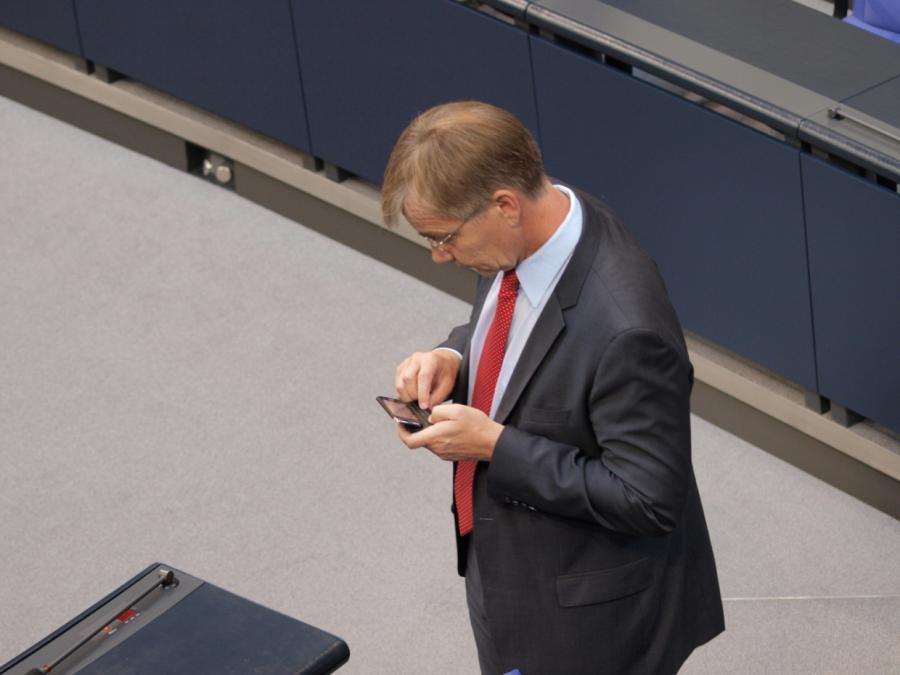Bundestagspräsident: Handys im Plenarsaal unerwünscht