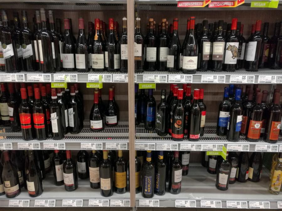 Klöckner lehnt Mindestpreis für Alkohol ab