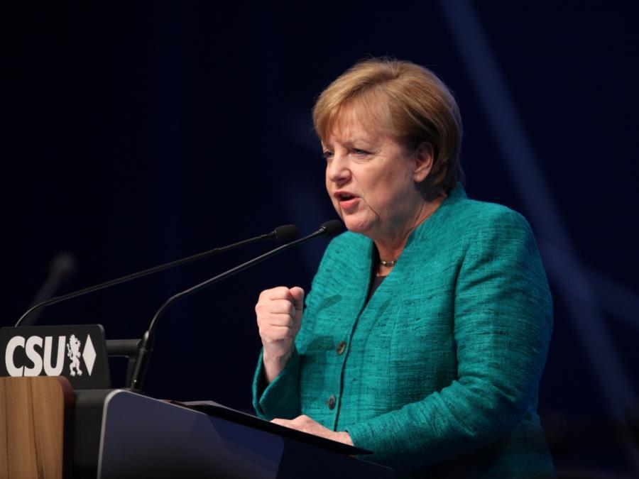 Merkel auf CSU-Parteitag: Respekt vor Beschluss der SPD