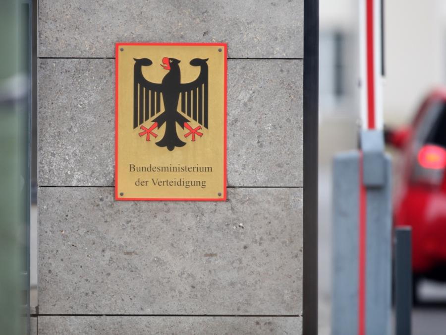 Berateraffäre: Opposition erhöht Druck auf Verteidigungsministerium