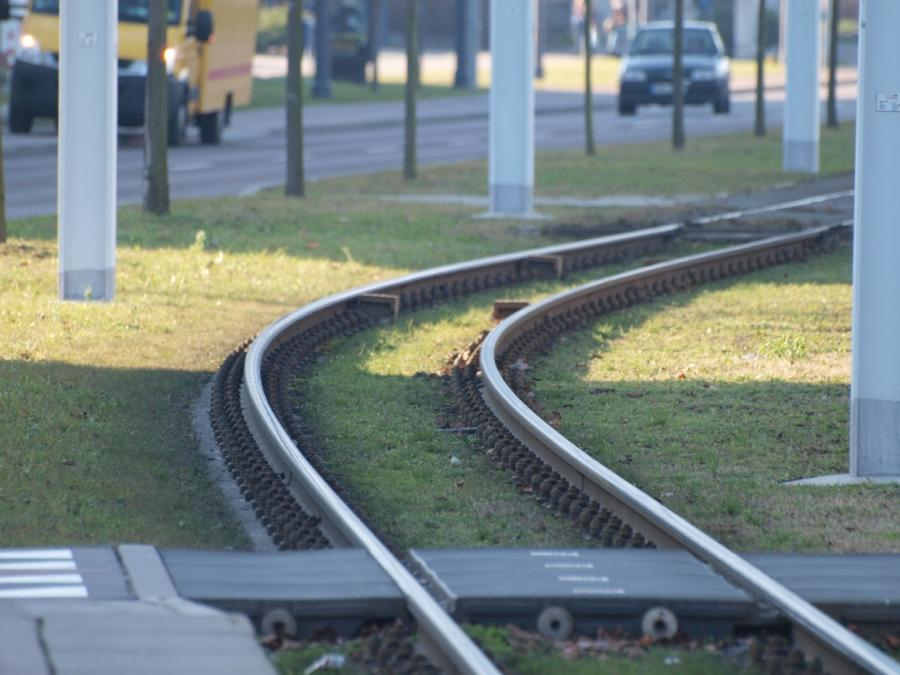 Halle: 40-Jährige von Straßenbahn erfasst und verstorben