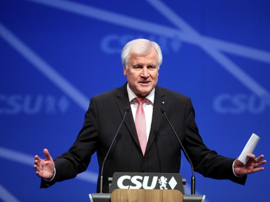 Seehofer verteidigt Asylkompromiss