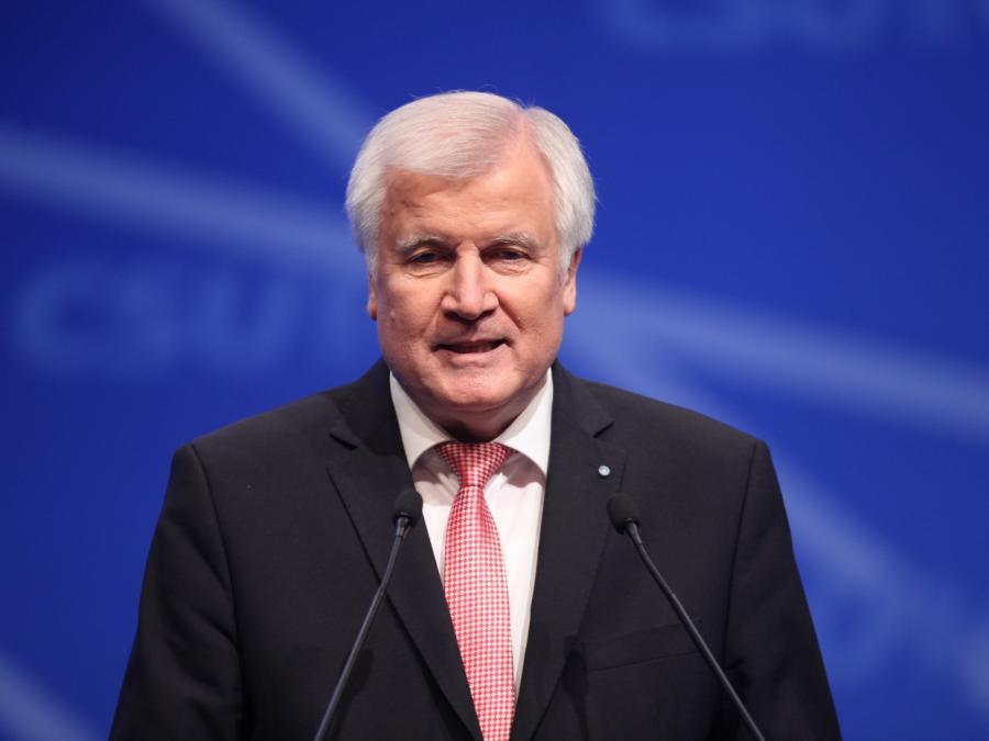 SPD: Seehofer soll für alle Gefährder-Abschiebungen zuständig sein