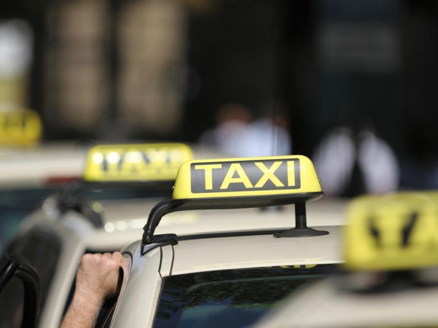 Merkel: Taxen und Busse sollen Stickoxidbelastung reduzieren