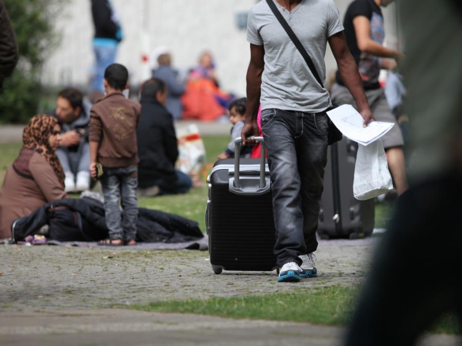 Zahl der Abschiebungen und freiwilligen Ausreisen rückläufig