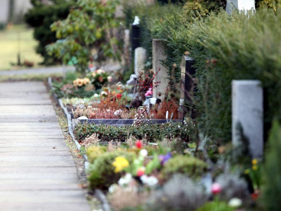 Hannovers Landesbischof kritisiert deutsche Trauerkultur