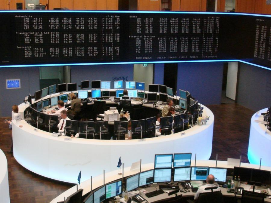 DAX startet fast unverändert - Finanzwerte im Minus