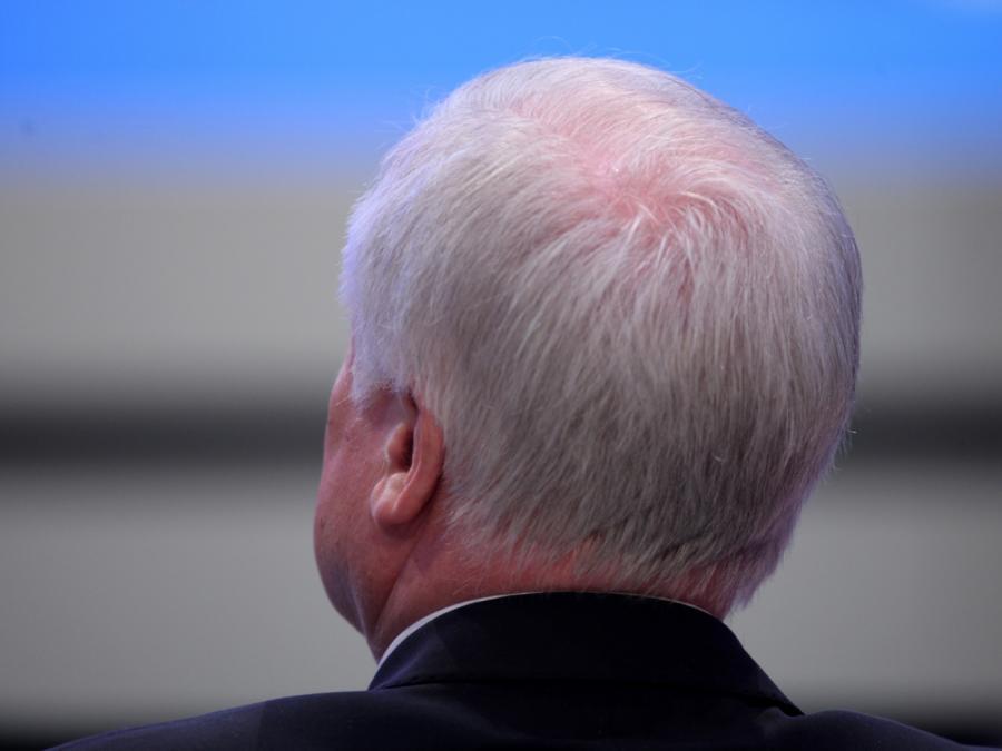 Stoiber warnt CSU vor Rücktrittsforderungen an Seehofer