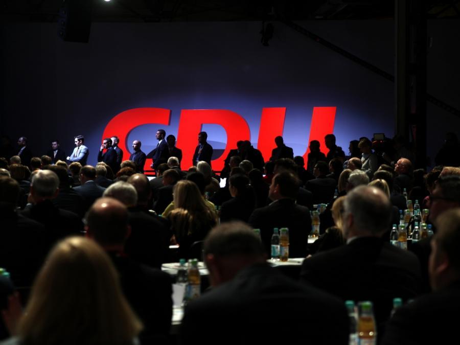INSA: Union fällt unter 30 Prozent