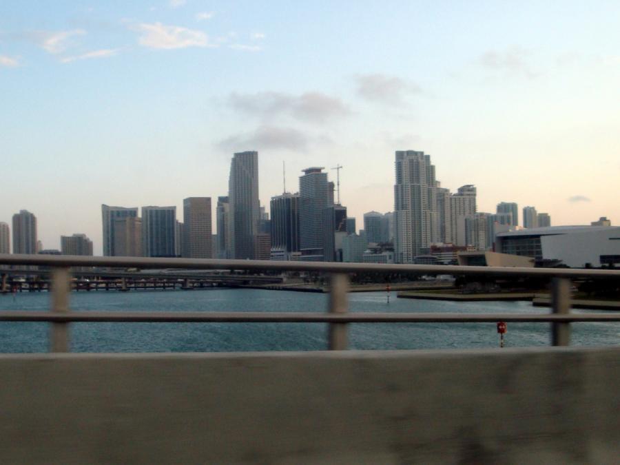 Fußgängerbrücke in Miami eingestürzt - Mehrere Tote