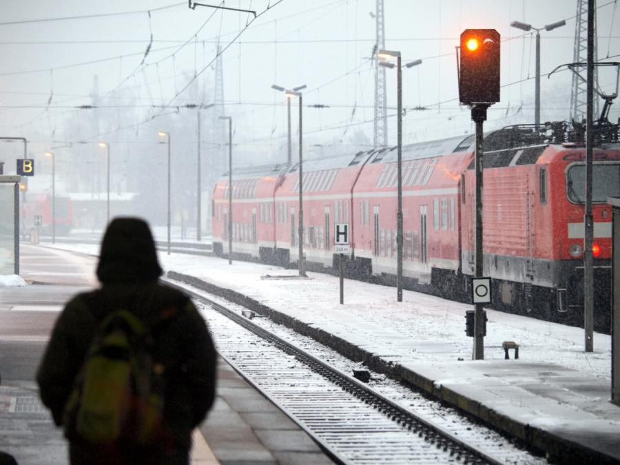 Wintereinbruch stürzt Bahn erneut ins Chaos