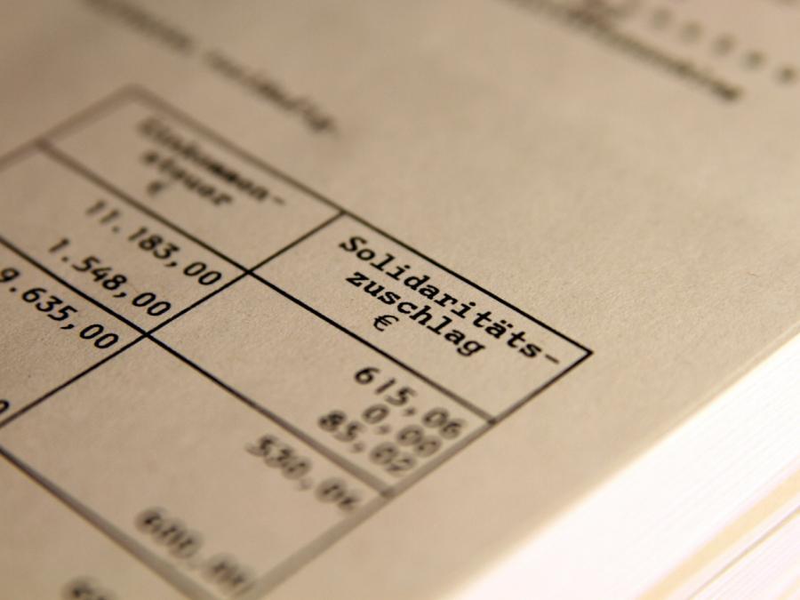 Dobrindt will Soli-Streichung auch für hohe Einkommen