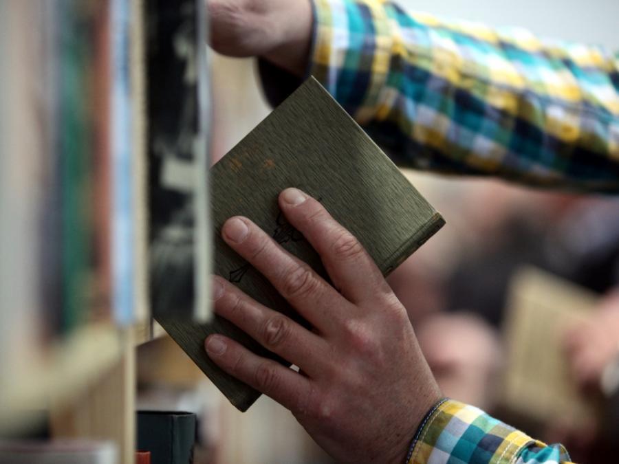 Schauspieler Charly Hübner outet sich als Bücher-Dieb
