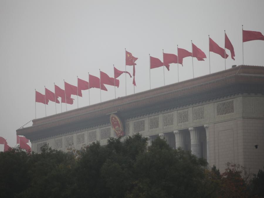 Bundestagsfraktionen sehen Merkel in China auf schwieriger Mission