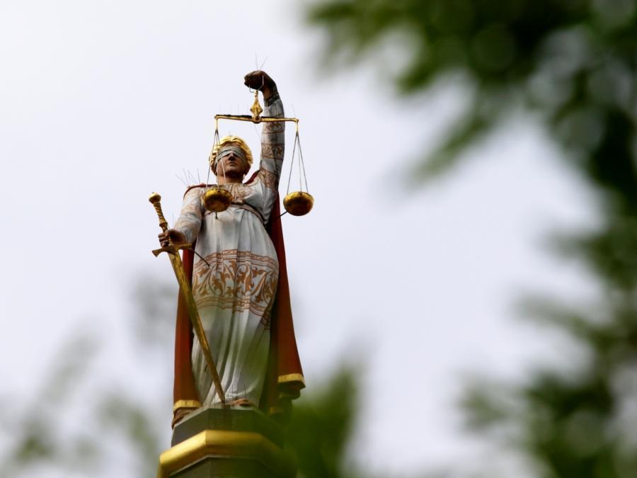 Bericht: Bund will Geld für neue Richterstellen bewilligen