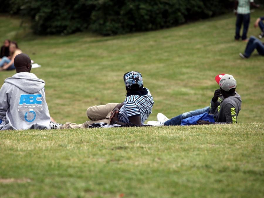 Nur einer von 25 abgelehnten Asylbewerbern kehrt nach Afrika zurück