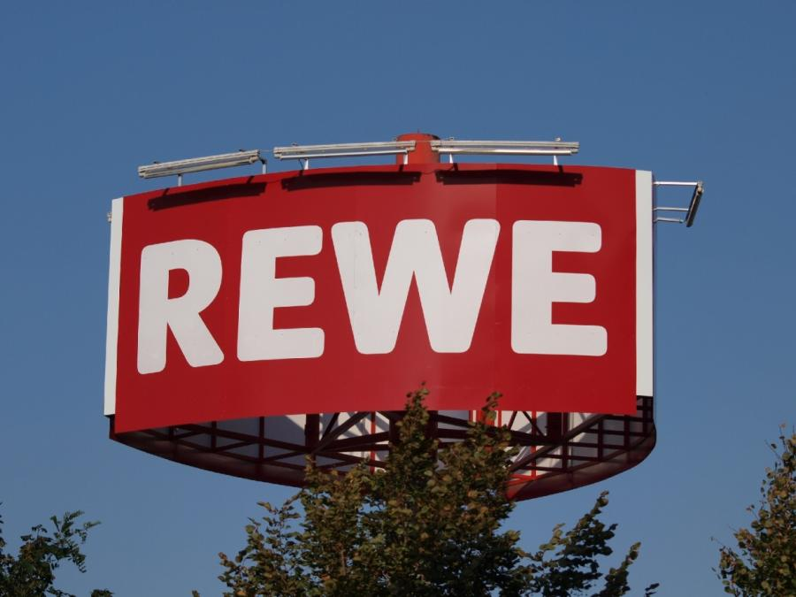 Rewe erwartet spürbaren Umsatzschub durch Fußball-WM