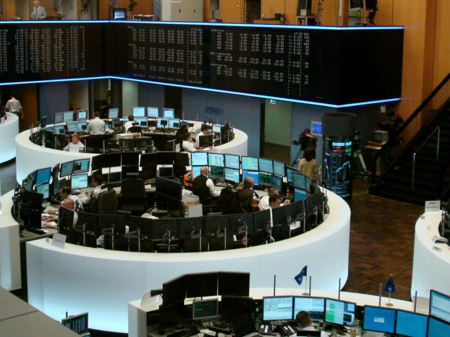DAX startet im Minus - Deutsche Wirtschaft im Rückwärtsgang