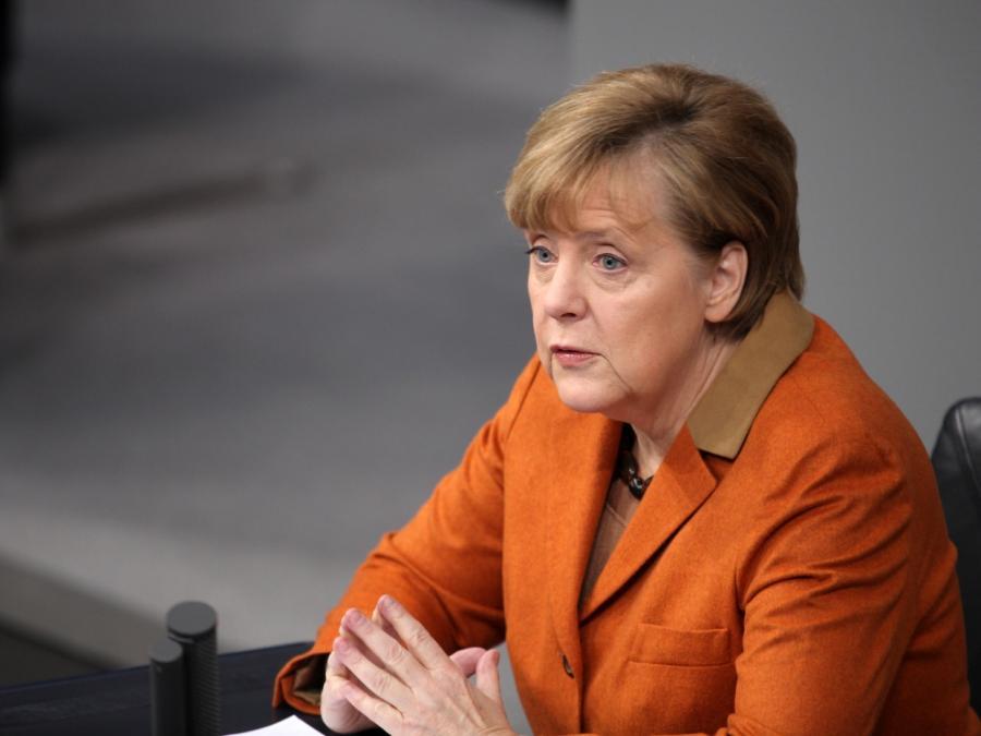 Merkel verspricht Vollbeschäftigung für 2025
