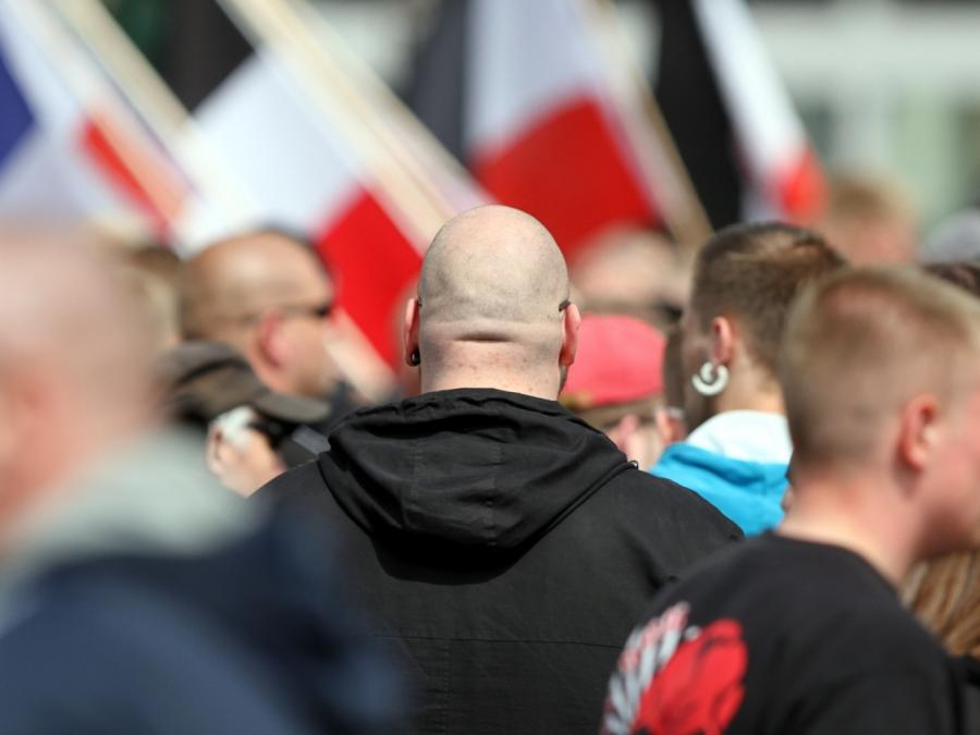 Bericht: Zahl rechtsextremer Gewalttaten im Osten zuletzt gesunken