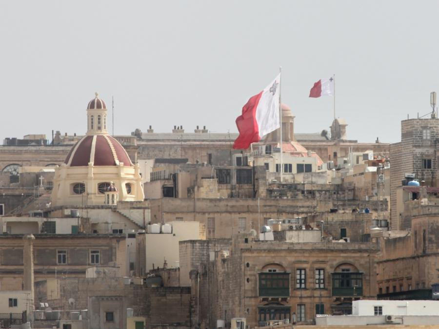 Malta lässt Migranten von Rettungsschiff Alan Kurdi an Land