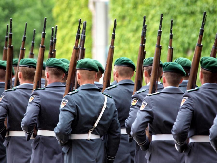 Bundestag weitet Ermittlungen zu Rechtsextremisten in Bundeswehr aus