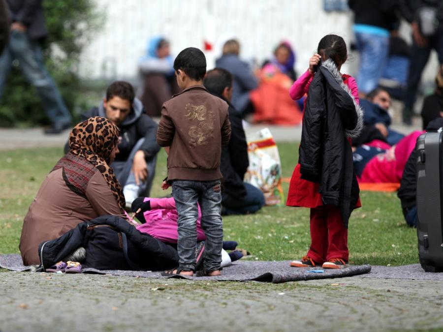 Deutsche im Asylstreit gespalten