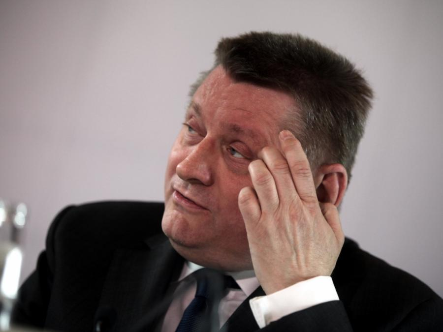 Gröhe nennt Merkel-Hasser rechtspopulistische Bratzen
