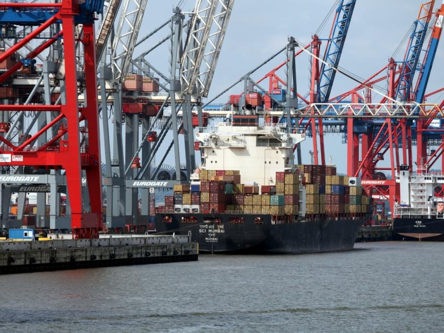 Knapp 50 Prozent des Seegüterumschlags durch