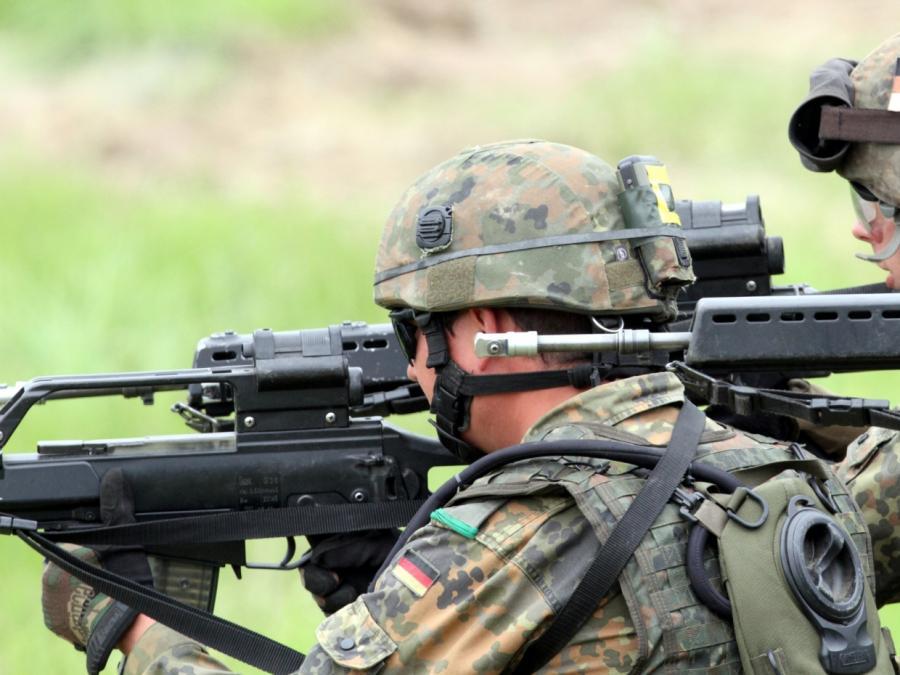 Linke und Grüne fordern Überprüfung von Rüstungsausgaben
