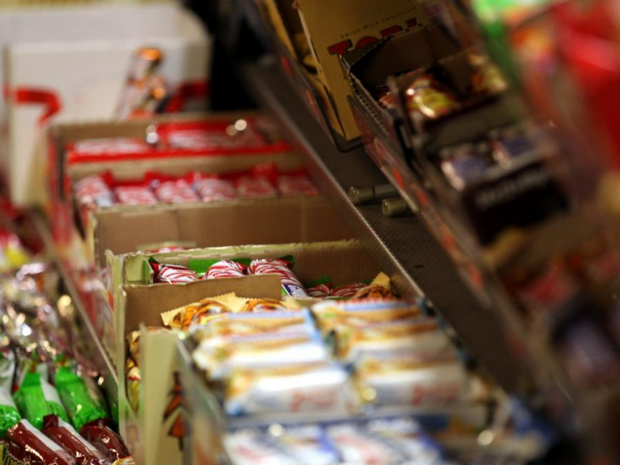 Lebensmittelindustrie gegen Einschränkungen für Junkfood-Werbung