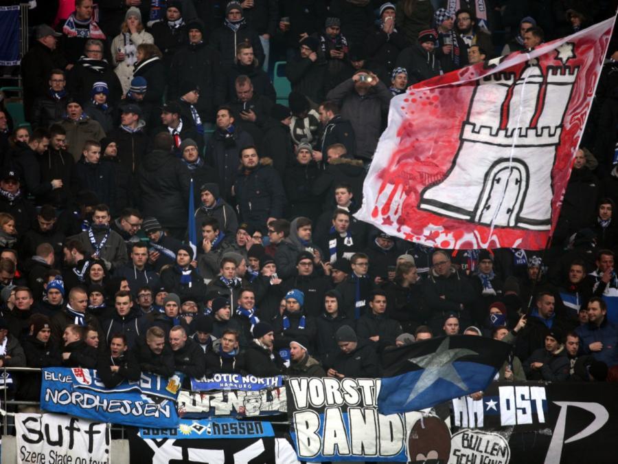 2. Bundesliga: HSV ist Tabellenführer - Sandhausen bezwingt FCN