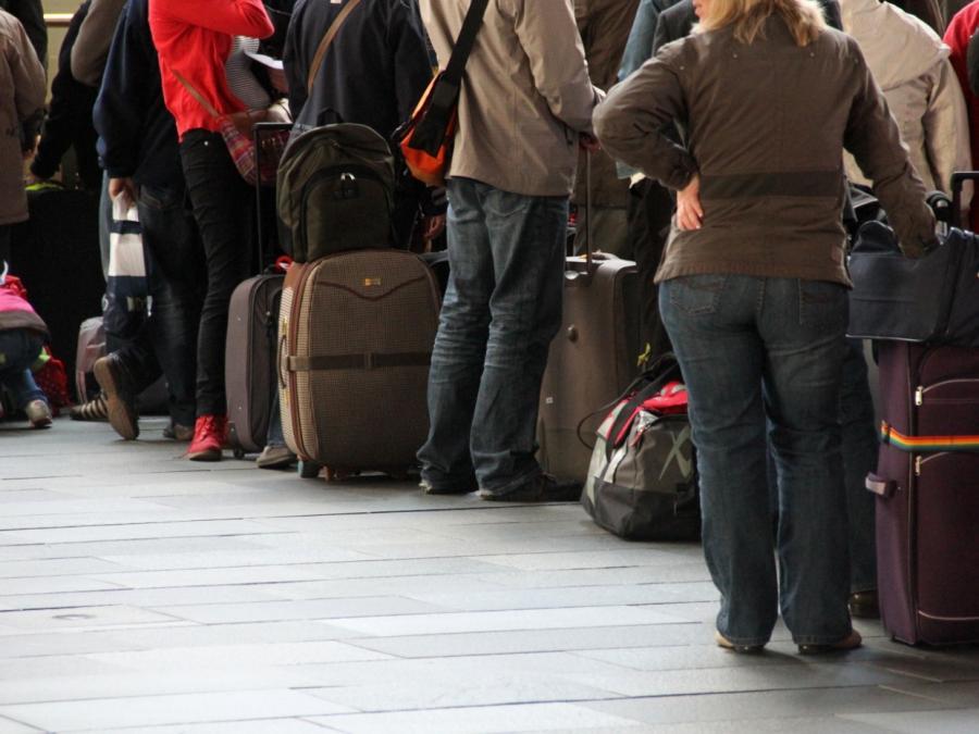 Reisekonzern Thomas Cook warnt vor höheren Preisen für Urlauber