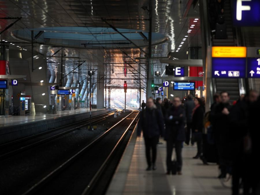 Bahn rechnet noch bis Mittwoch mit Behinderungen