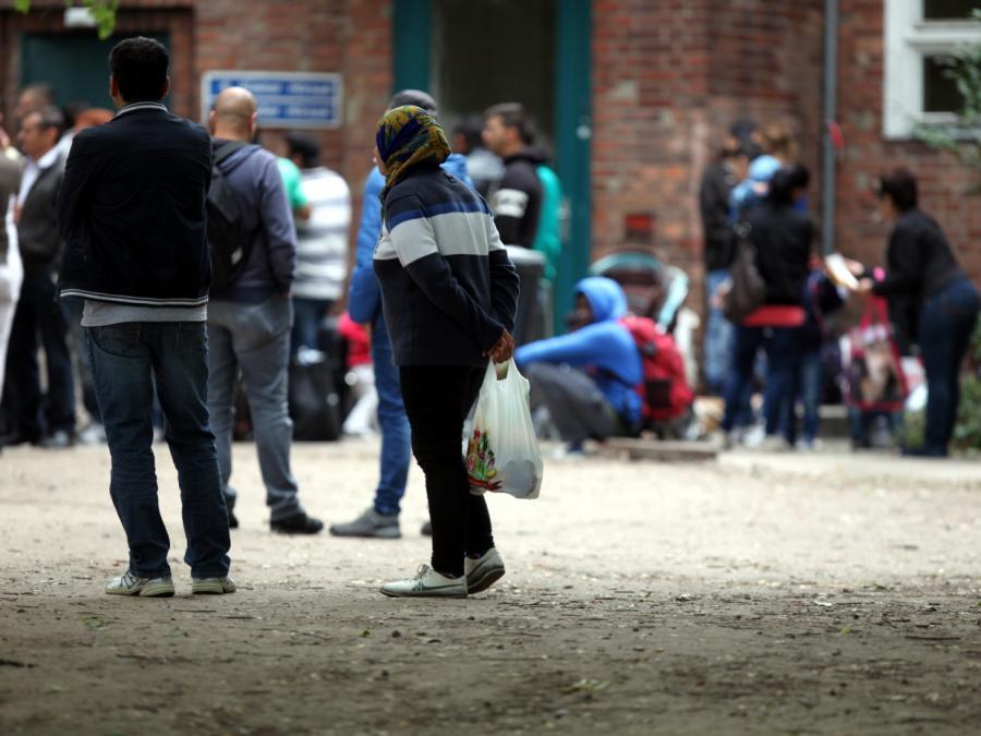 Zahl der Asylanträge sinkt deutlich