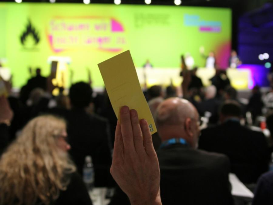 FDP prüft Einführung von Frauenquote