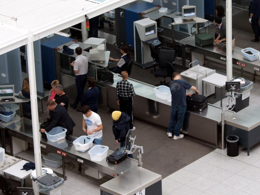 Bericht: Regierung will Kontrollen an Flughäfen privatisieren