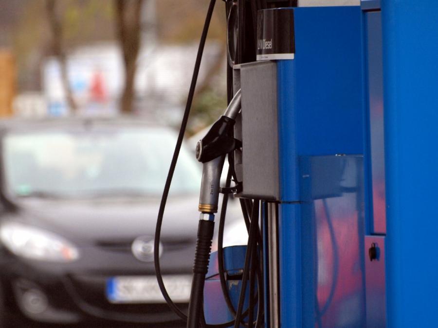Studie: Tanken an Autobahnen immer kostspieliger