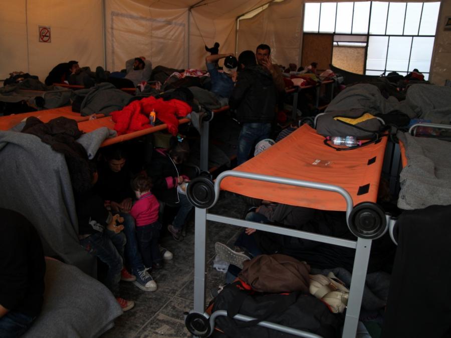 Merkel und Seehofer begrüßen Annahme des UN-Migrationspakts