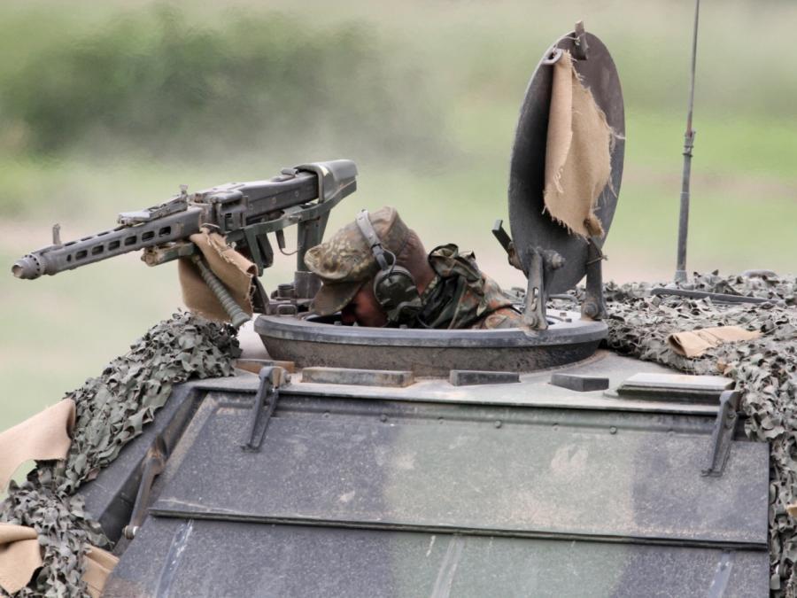 Nouripour sieht Stopp der Waffenexporte nach Saudi-Arabien skeptisch