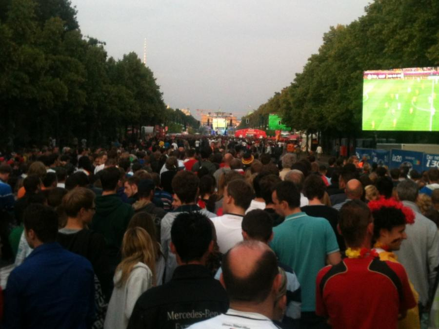 Berliner AfD will Fanmeile dicht machen