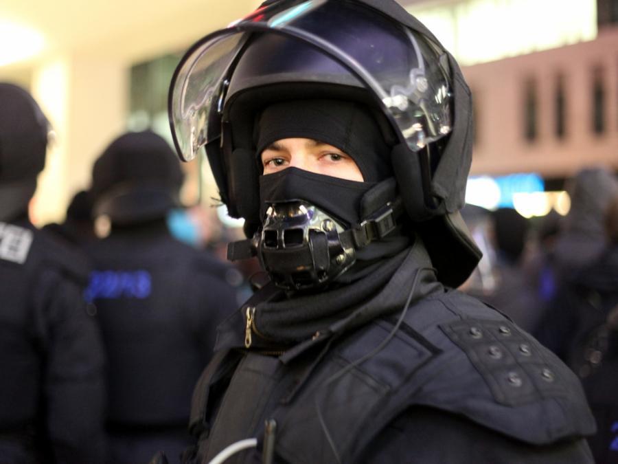 Zusammenstöße bei Demonstration in Düsseldorf