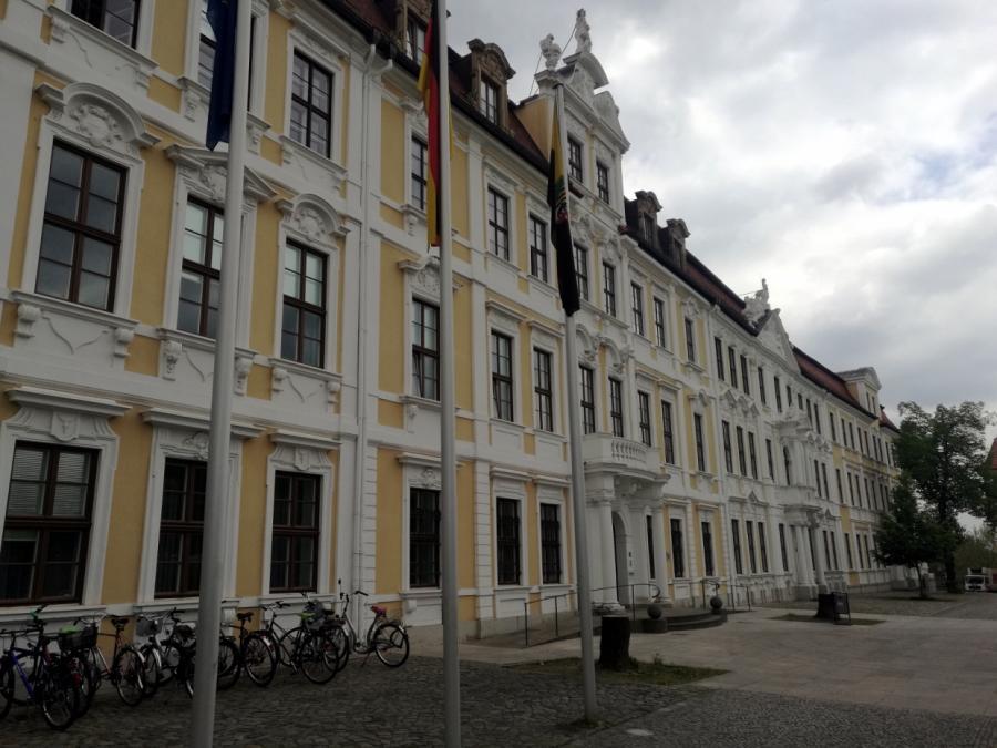Sachsen-Anhalts Wirtschaftsminister macht bei Zuwanderungsgesetz Druck