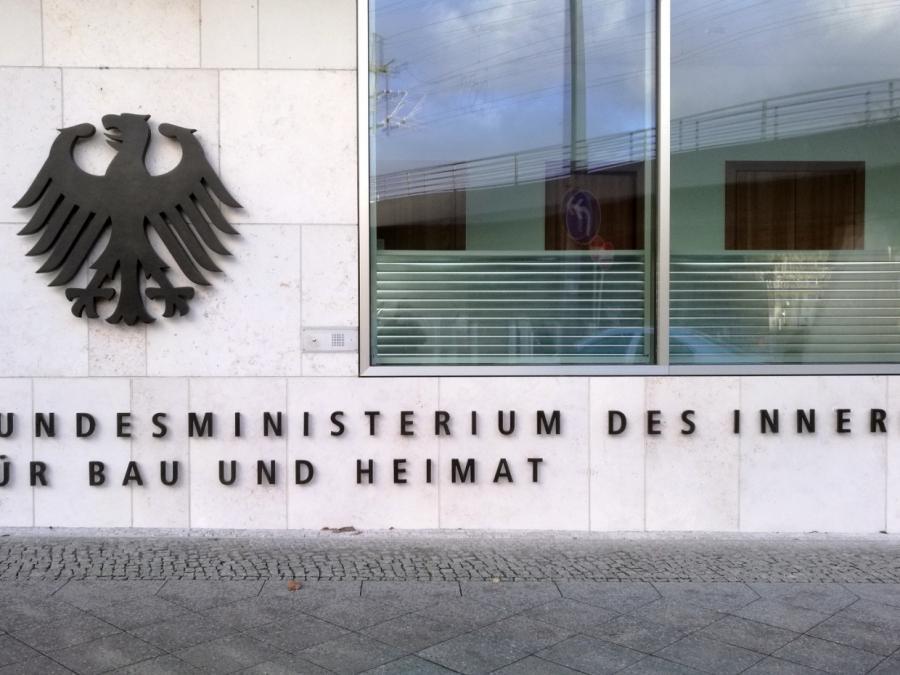 BMI verteidigt Beschäftigung von Kooperationsanwälten in Ausland